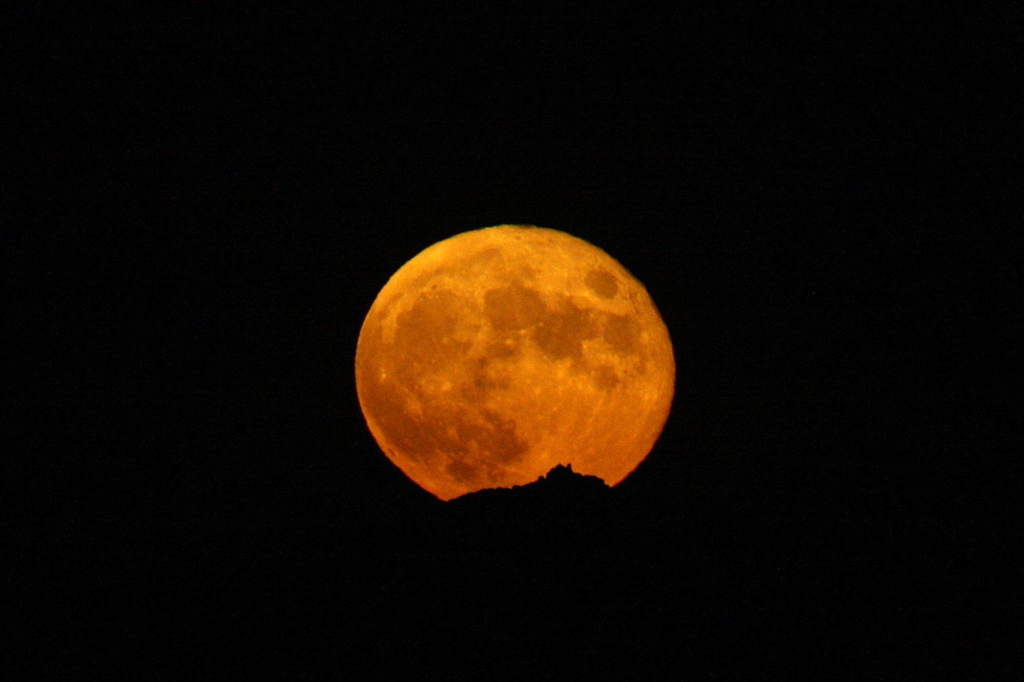 Lluna plena darrera Sant Llorenç del Munt - 05/07/2020